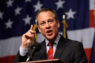 DraftKings, FanDuel Defiant Over NY AG Order: Suggest He's Attention Whore